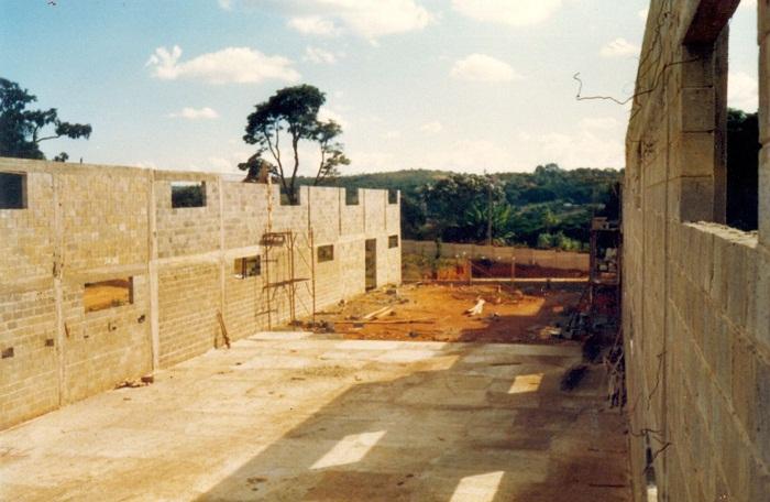 Julho de 1987. A Ready construia a sua sede em Contagem.